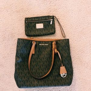 Michael Kors Purse & Wristlet Set
